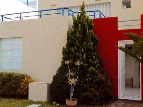 Casa De Playa En Cocoa. (vende)