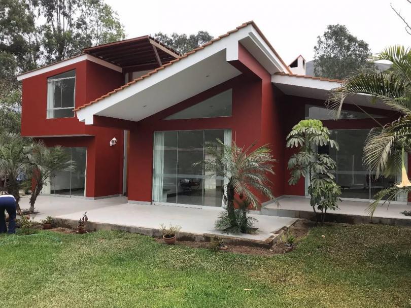 Alquiler casa moderna de campo con lindo jard n piscina y for Casas de campo modernas