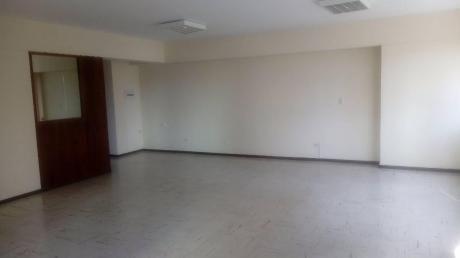 Alquilo Oficina Implementada / 90 M / Colon / Miraflores