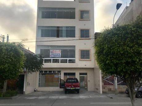 Alquiler Local Comercial En Av Escardo. Dos Pisos Y Sotano (almacen).