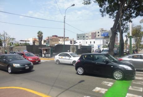 Terreno Comercial En Esquina De Av Juan De Arona Y Av Arequipa