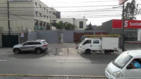 Local Comercial Ideal Centro Empresarial - Comercial/hotel En Zona De El Polo