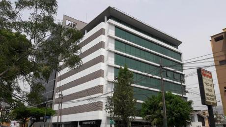 Funcional Oficina Habilitada Y Con Divisiones En El Corazón Empresarial De Surco