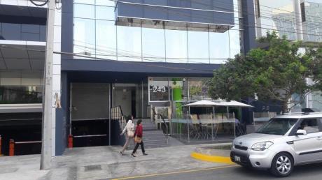 Local Con Perfecta Ubicación En El Centro Financiero De San Isidro