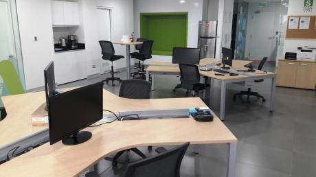 Oficina Completamente Amoblada - Equipada En Moderno Centro Empresarial