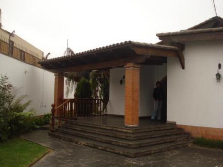 Vendo/alquilo Amplia Casa 1,064 M2 Urb. Camacho - La Molina