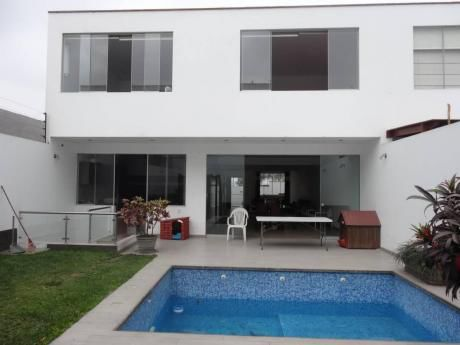 Condominio Con Piscina - 4 Dorm. - Cochera Para 4 Autos