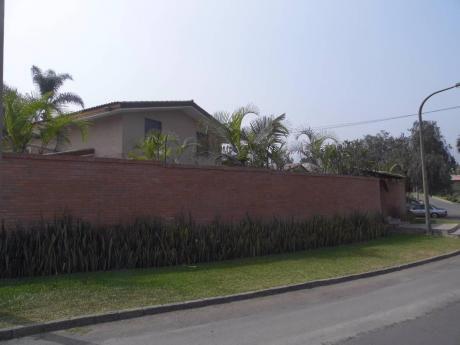 Se Vende Amplia Casa En Urbanización De Lujo