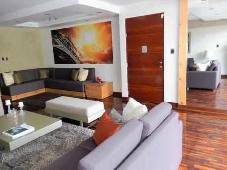 Departamento Duplex Tipo Casa En Monterrico - Surco
