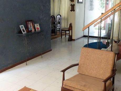 Alquilo Casa En Urb. Tahuaycani 200 M2 Con 04 Habitaciones
