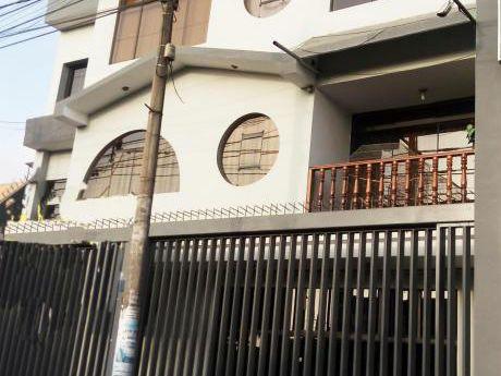 Urbanización San Fernando. Local En Alquiler