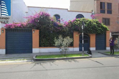 Casa En San Isidro. A Pasos De Vivanda (rh)