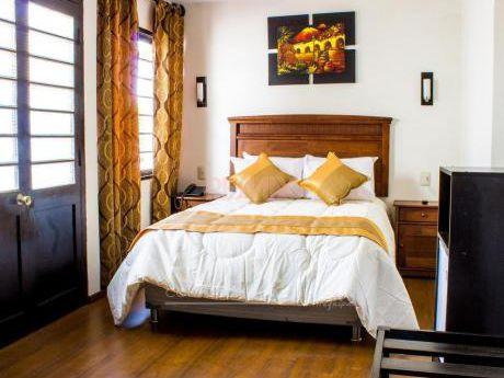 Confortable Y Amplia Casa - Hotel En Venta Y Alquiler, En Vallecito.