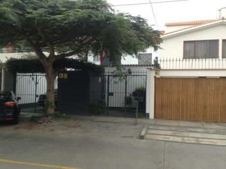 Venta De Linda Casa En Calle Galvani - Surco