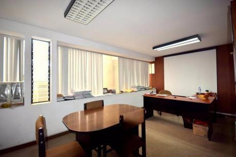 Vendo Oficina De 114 M2 A $190,000 En Zona Comercial, Miraflores
