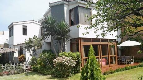 Hermosa Casa En Venta En Surco, Con área Verde Y Ocho Dorm.