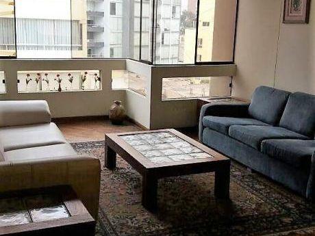Departamento En Venta En Miraflores, Amplios Ambientes, Vista Calle