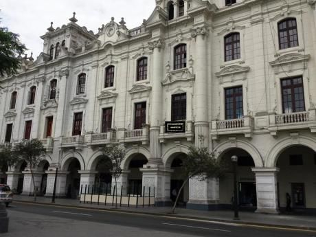 Alquiler De Local Para Institutos, Empresas En Plaza San Martin, Son 58 Oficinas Dentro