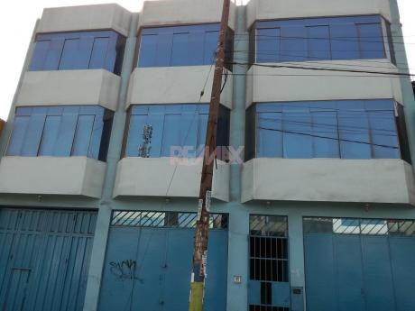 Se Alquila Edificio Comercial De Tres Pisos En Zona Alto Transito En Santa Anita