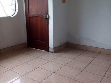 Vendo Amplia Casa Con 2 Locales Comerciales En San Martín De Porres
