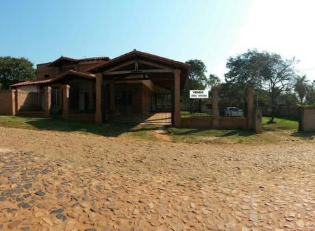 En Zarate Isla, Cerca De Rakiura, Vendo Mansion De Casa, Con Hermoso Patio. Superficie Total: 1.296 M2., Construido 500 M2.,