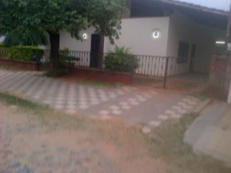 Alquilo Casa En El Barrio San Pablo (avda La Victoria)