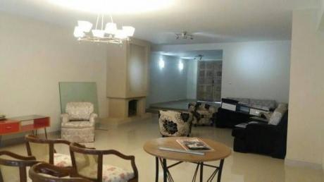 Alquilo Amplia Residencia En Barrio Jara !!!!