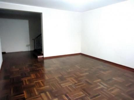 Oficina Administrativa En Casa De 145 M2,5 Ambientes.2 Pisos. 1 Estacionam.