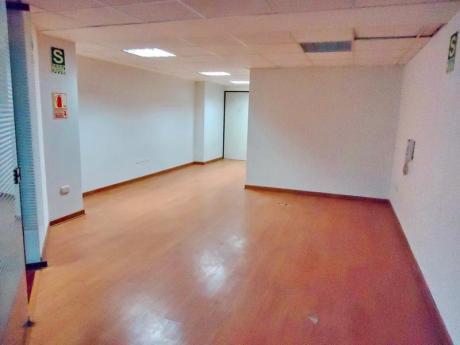 Oficina En Edif. Empresarial. 82 M2. Sin Amoblar. 4 Ambientes. A. Acondic.