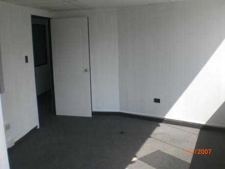 Oficina 80 M2. En Edificio Empresarial Moderno Representativo. 4 Ambientes
