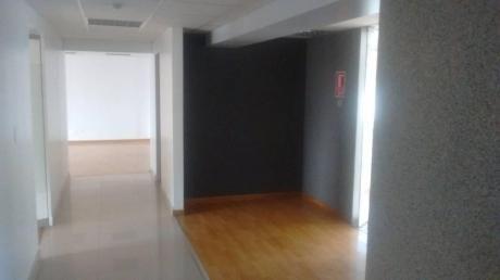 Oficina En Edificio Empresarial, 281 M2. Sin Amoblar. 10 Ambientes. Aire Acond.