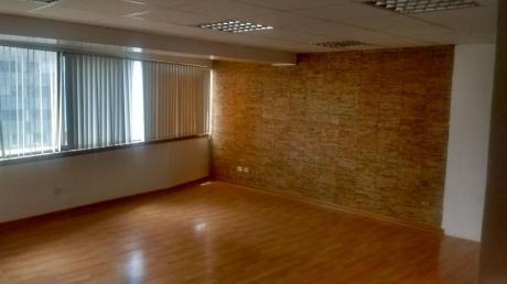 Oficina En Edificio Empresarial. 103 M2. Sin Amoblar. 4 Ambientes. Aire Acond.