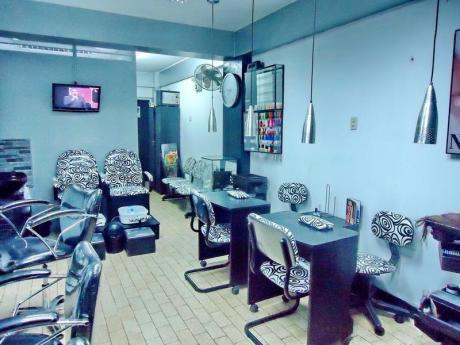 Precioso Salon De Belleza, 50 M2. Montado Y Funcionando. Rentabilidad.