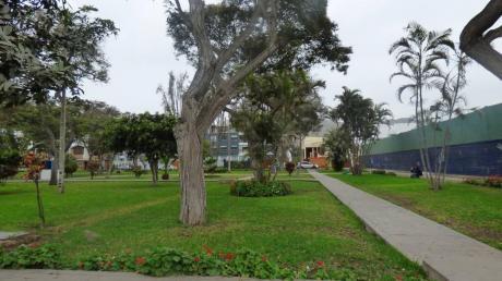 Casa En La Molina - A Media Cuadra De Parque