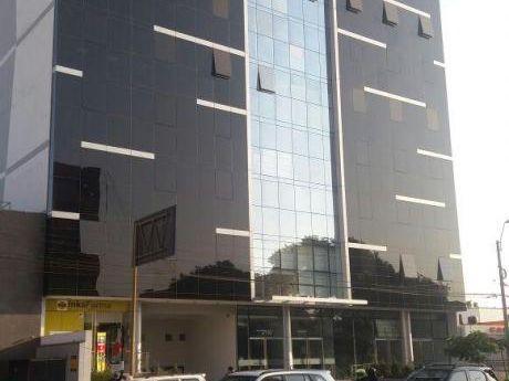 ¡gran Oportunidad, Oficina Implementada En Av Benavides, Miraflores - Venta!