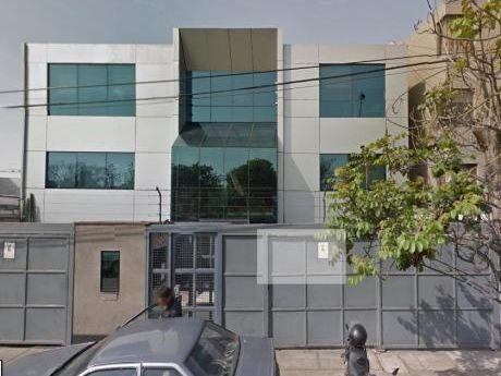 Venta De Edificio En San Isidro Para Vivienda.