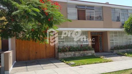 San Isidro – Hermosa Casa Excelente Ubicación
