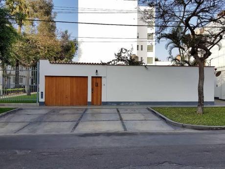 En Alquiler Casa - At. 262 M2 (zona Residencial) - Miraflores