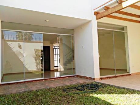 Casa En Urb Santa Edelmira 160 M Cuadrados A Una Cuadra De La Ucv