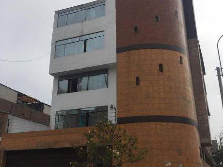 Se Alquila Edificio Para Oficinas Comerciales - área De 300 M2.