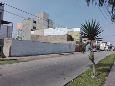 Vendo Terreno Frente A Parque, 400 M2, ParáM Para 07 Pisos, En San Miguel