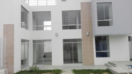 Mejia - Condominio Casa Con Piscina