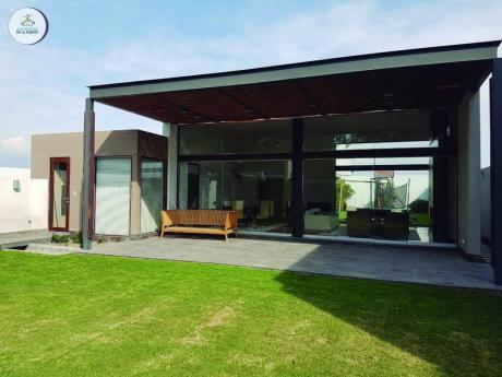 En Venta, Moderna Y Lujosa Casa En Exclusiva Zona De Cerro Colorado