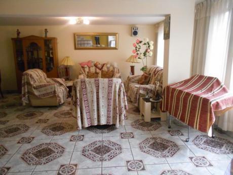 Excelente Casa En Venta A 2 Cuadras Del Parque Lambramani
