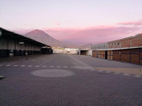 Alquiler De Amplio Local Comercial En Cerro Colorado!