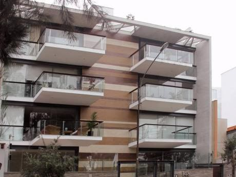 Se Vende Departamento Flat - Frente A Parque - Primer Piso