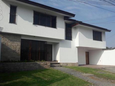 Se Vende Casa En La Molina 320 M2 - 4 Dorm. - Frente Al Colegio Waldorf