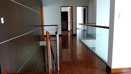 Preciosa Y Lujosa Casa En Alquiler Hermosos Acabados Super Amplia Con Piscina