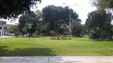 Bajo De Precio! Casa Frente Al Parque Urb. La Ensenada La Molina