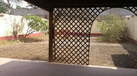 Casa Ubicada Frente A Parque En Zona Altamente Residencial